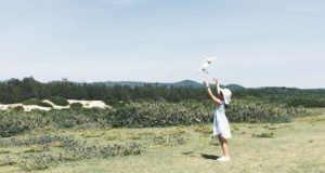 Những cánh đồng bát ngát, những vạt đồi xanh rì, những con đường làng đẹp như một bức tranh