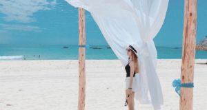 Sở hữu một vẻ đẹp nguyên sơ với bờ cát trắng, nắng vàng rực rỡ và biển xanh trong vắt